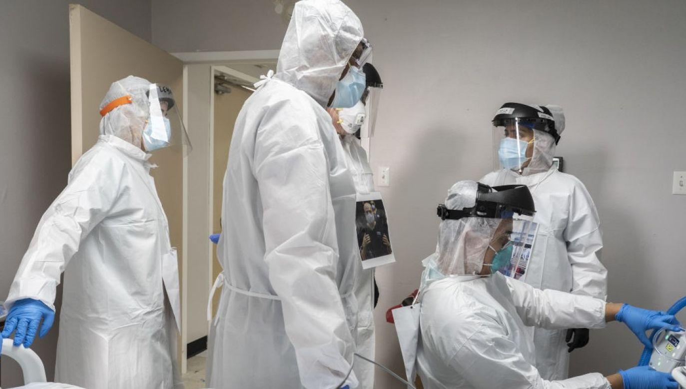 """W badaniu opublikowanym w """"JAMA Internal Medicine"""", naukowcy przeanalizowali dane ponad 112 000 lekarzy zarejestrowanych jako uprawnieni do głosowania w Teksasie, Kalifornii i Nowym Jorku (fot. Go Nakamura/Bloomberg via Getty Images)"""