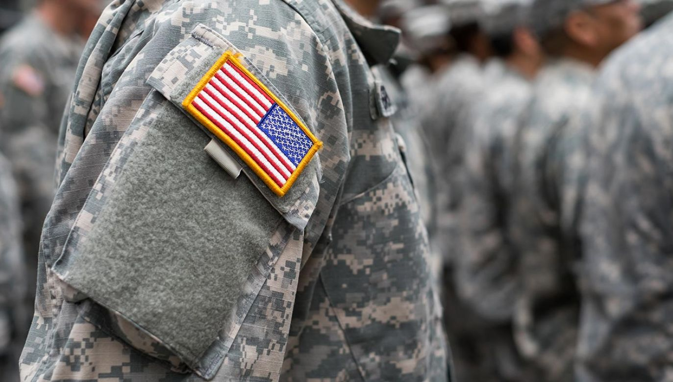 """44-latka opowiedziała rodzinie o znajomości z """"żołnierzem"""" (fot. Shutterstock/Christopher Lyzcen)"""