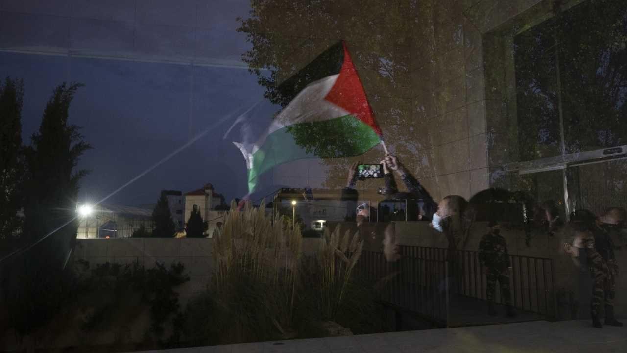 Palestyńczycy sprzeciwiają się izraelskim osiedlom na Zachodnim Brzegu (fot. PAP/EPA/ATEF SAFADI)