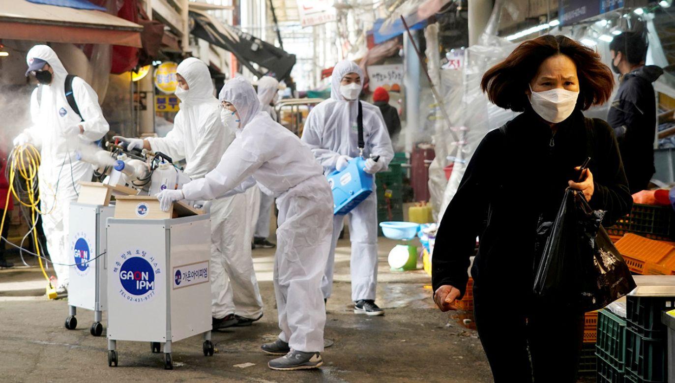 Ponad 90 proc. przypadków, również śmiertelnych, zanotowano w Chinach (fot. REUTERS/Kim Hong-Ji)
