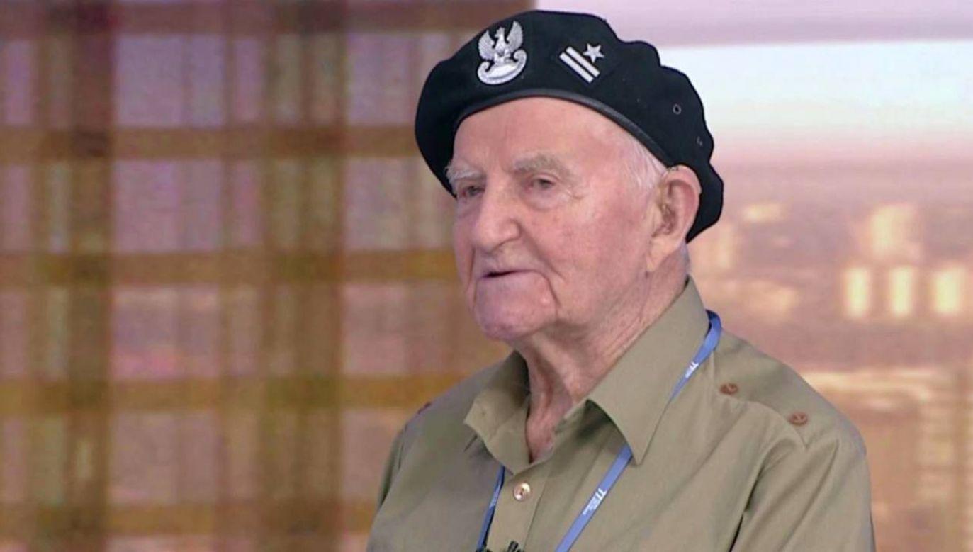 """Mjr Jakub Nowakowski """"Tomek"""" popiera odbudowę Pałacu Saskiego (fot. TVP Info)"""