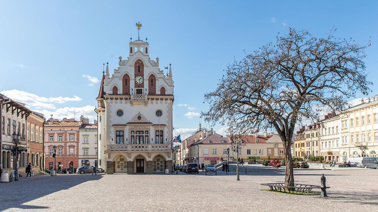 Przedterminowe wybory w Rzeszowie i innych samorządach przesunięto na 13 czerwca (fot. Forum/FotoNews/MACIEJ GOCLON)