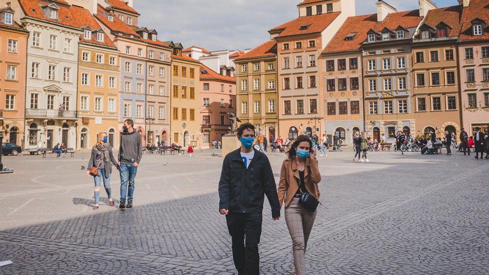 Od początku epidemii koronawirusem na Mazowszu zakaziło się 5 214 osób (fot. Shutterstock/William.Vaccaro)