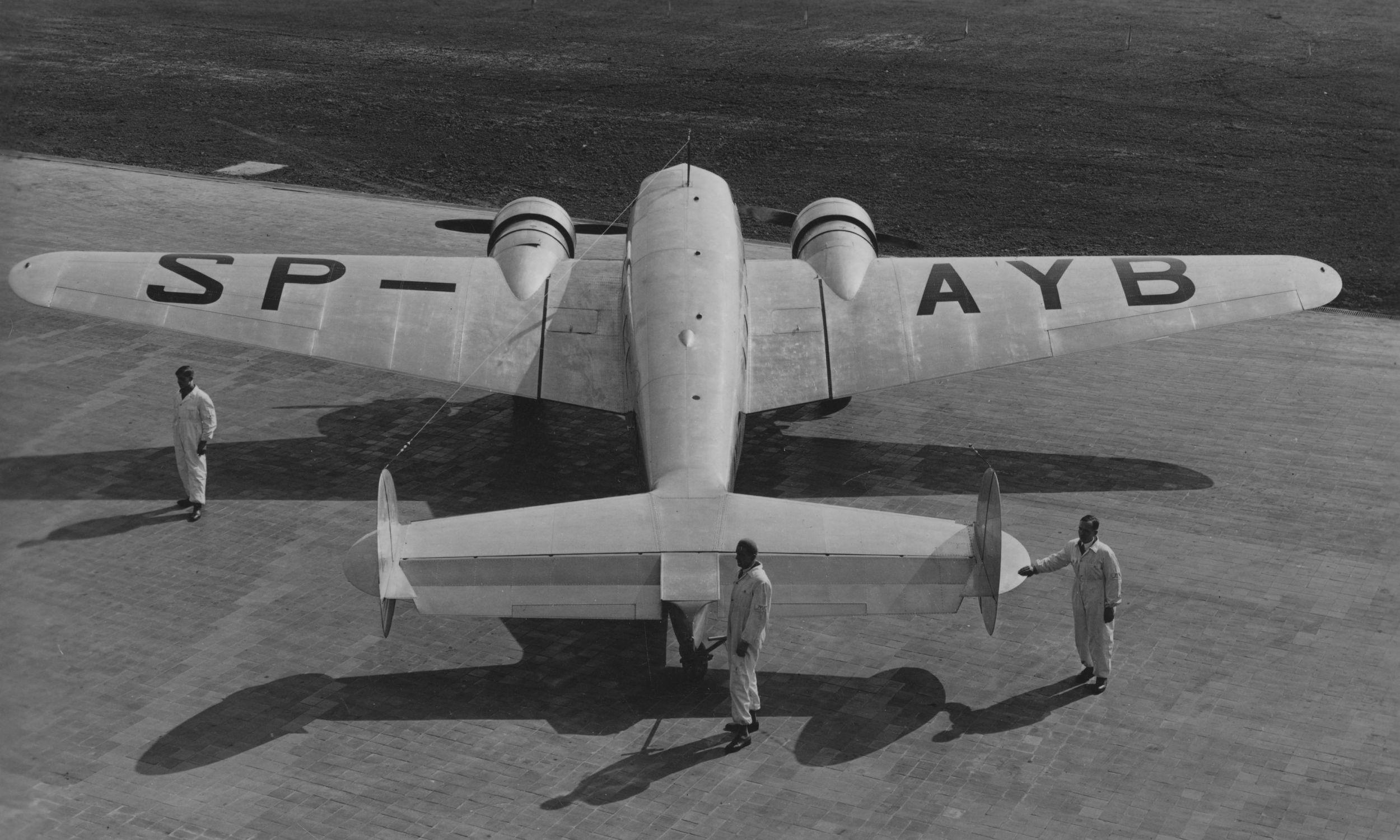 W katastrofie z 11 listopada 1937 roku rozbił się samolot tego typu: Lockheed L-10 Electra – amerykański dwusilnikowy, śmigłowy samolot pasażerski. Fot. NAC/IKC