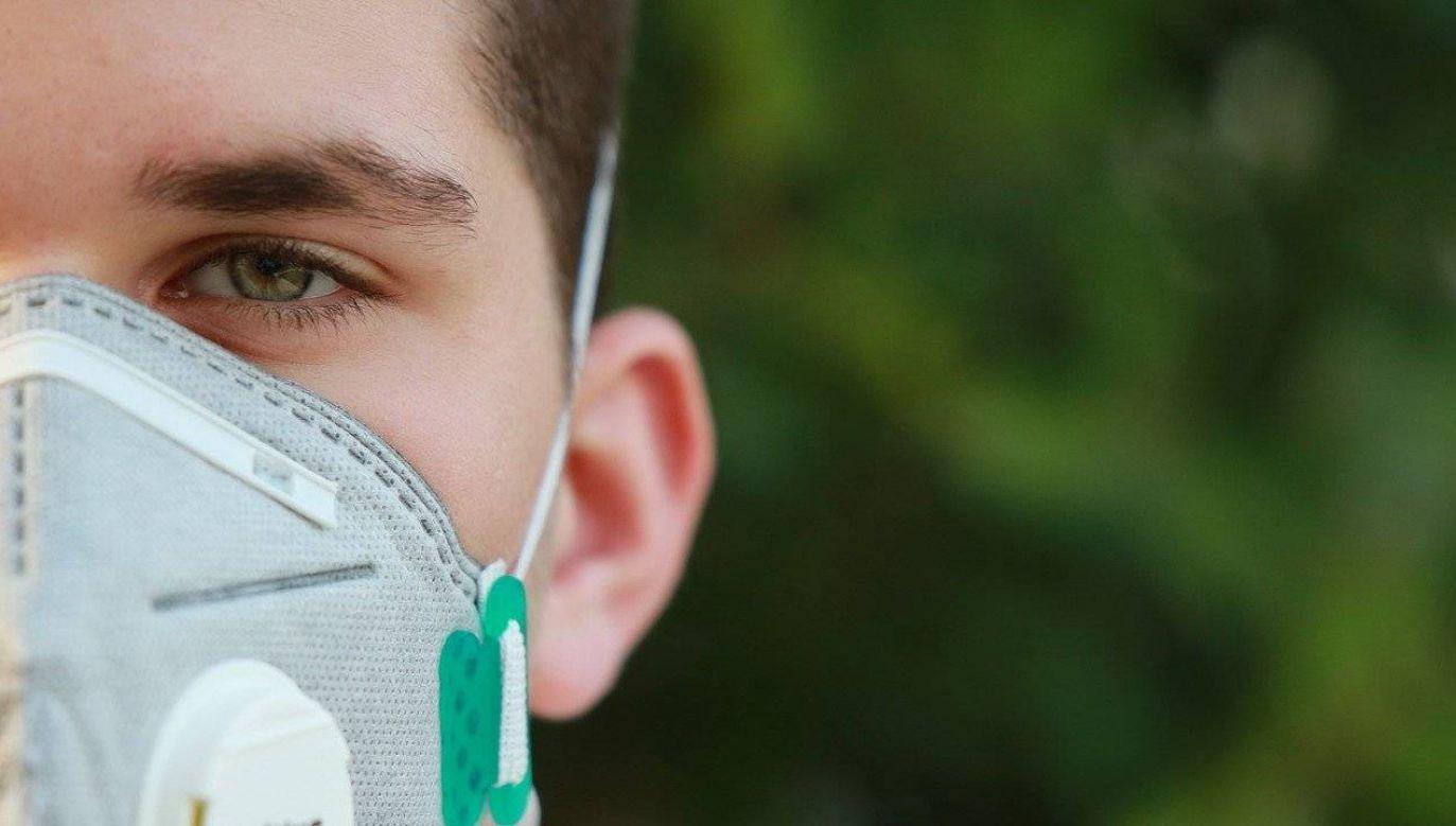 Naukowcy badają wpływ pandemii COVID-19 na społeczeństwo (fot. Pixabay)