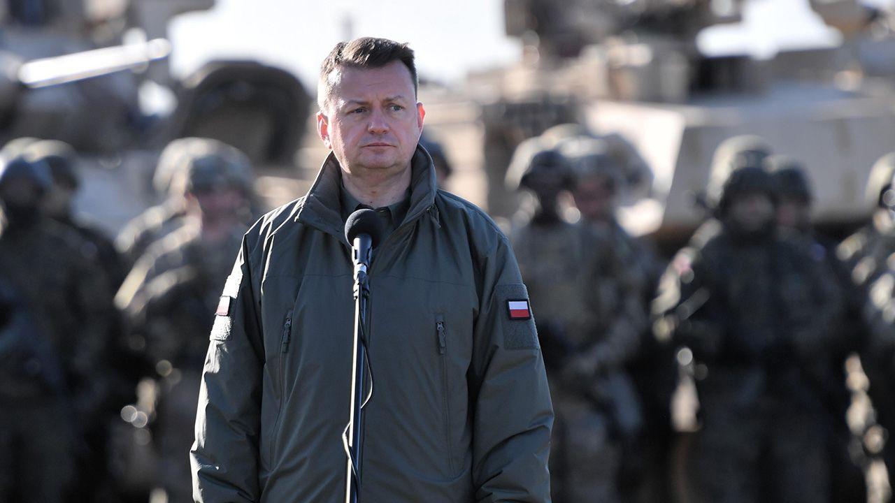 Minister Mariusz Błaszczak zaapelował, aby czerpać informację z wiarygodnych źródeł (fot. PAP/Marcin Bielecki)