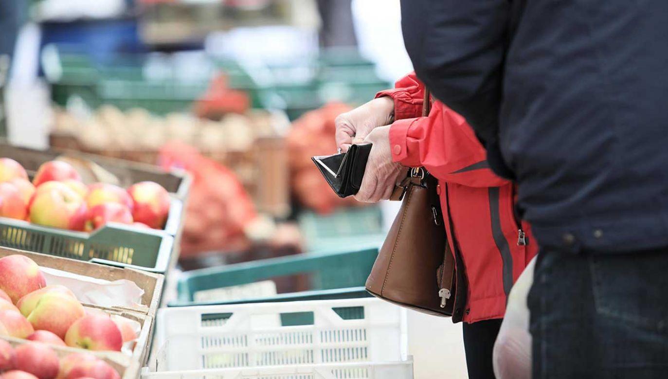 W sierpniu koszyk podstawowych produktów w marketach był tańszy niż w lipcu (fot. arch. PAP/Leszek Szymański)