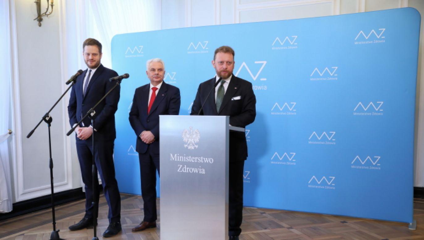 """W Polsce jest 97 tys. osób w kwarantannie, """"czyli jest to potężna grupa ludzi"""" z grupy wysokiego ryzyka (fot. PAP/Leszek Szymański)"""