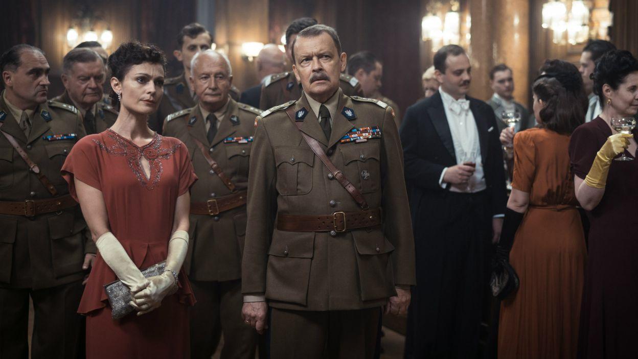 Wśród plejady polskich aktorów, na ekranie pojawiają się m.in.: Jan Frycz... (fot. Bartosz Mrozowski)