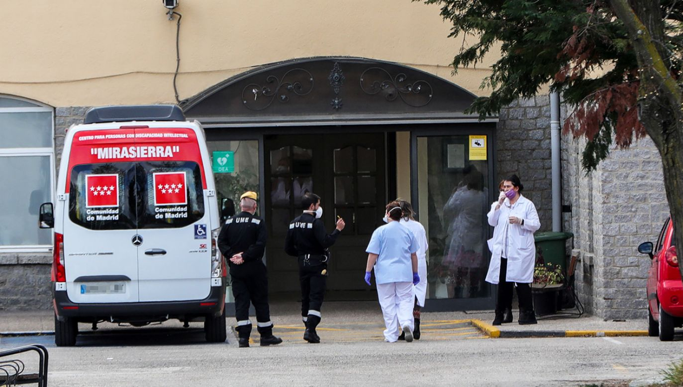 Ataku dokonali mieszkańcy miasteczka, do którego przetransportowano zainfekowane osoby (fot. Europa Press News/Europa Press via Getty Images)
