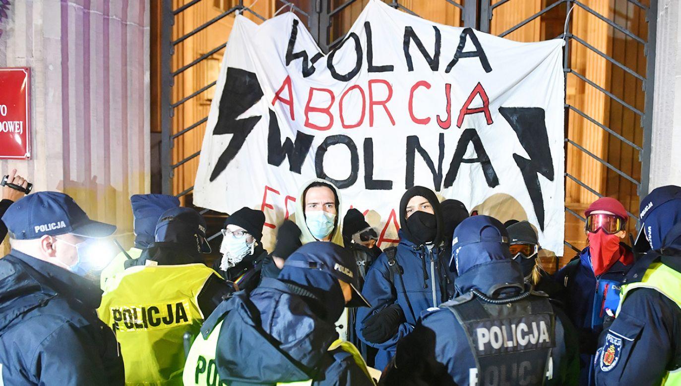 """Oceniając zachowanie polskich europosłów opozycji rzecznik prezydenta stwierdził, że jest """"strasznie martwiące"""" (fot. PAP/Radek Pietruszka)"""