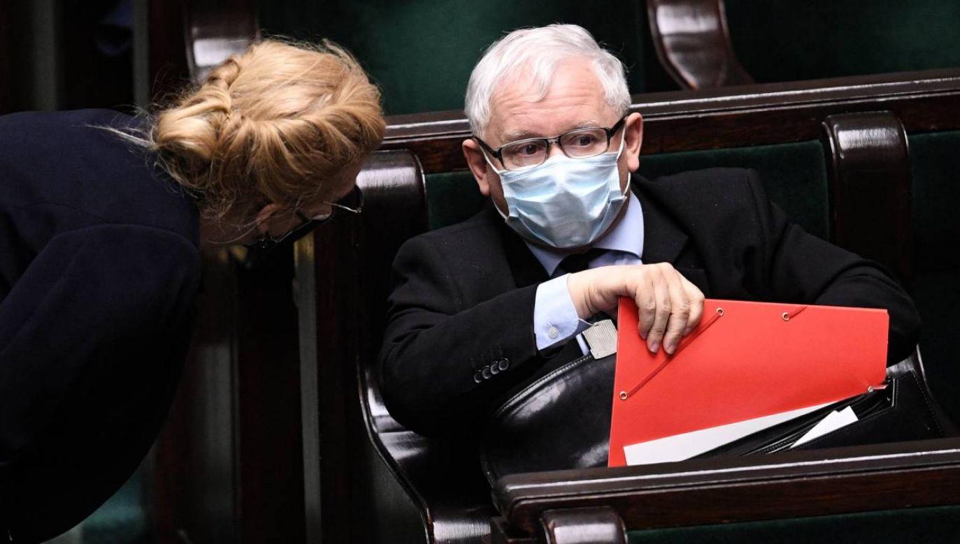 Jeszcze niedawno partia Jarosława Kaczyńskiego miała w sondażach zapewnioną większość i ponad 240 mandatów (fot.PAP/Radek Pietruszka)