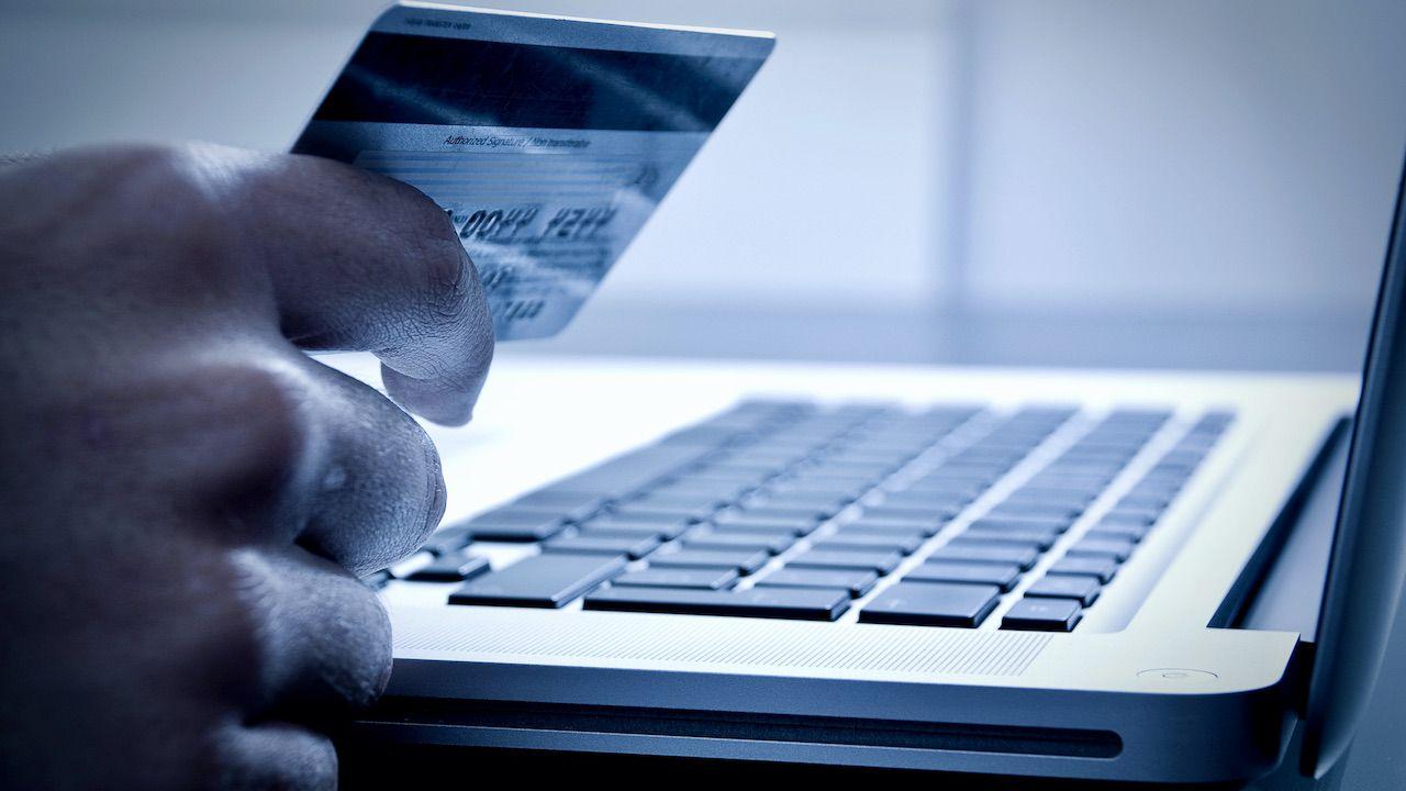 Próby kontaktów telefonicznych nie pochodzą z Ministerstwa Finansów (fot. Shutterstock/Santiago Cornejo)