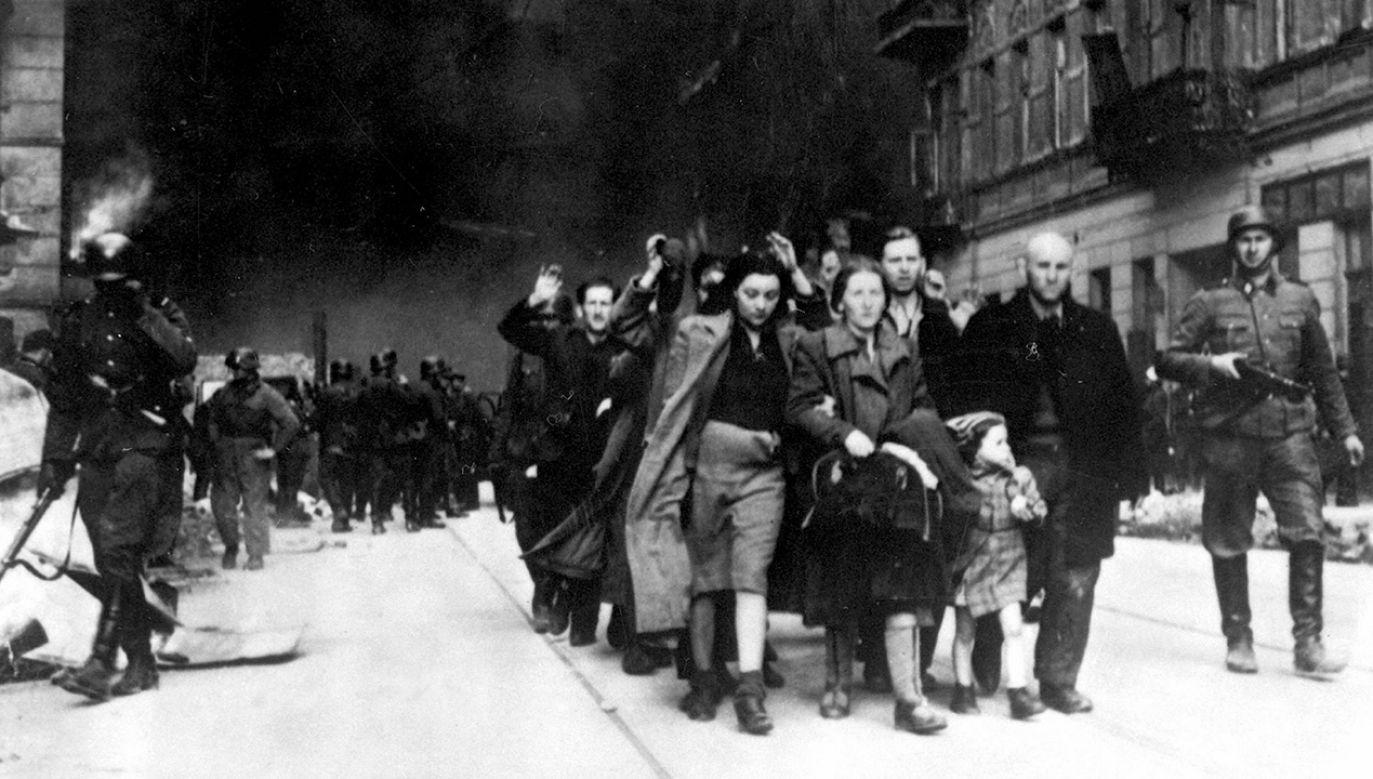 Za pomoc Żydom podczas okupacji niemieckiej czekała Polaków śmierć. (fot. Universal History Archive/Universal Images Group via Getty Images)