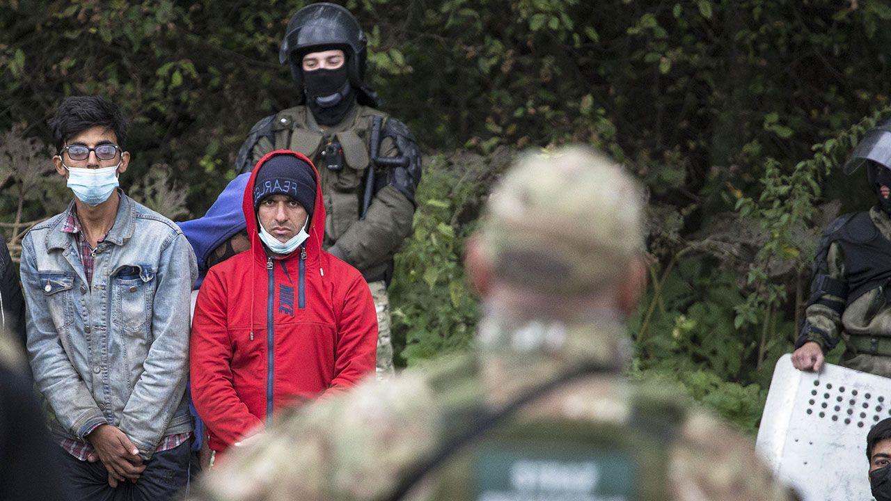 Codziennie dochodzi do około 200 prób nielegalnego przekroczenia granicy (fot. Maciej Luczniewski/NurPhoto via Getty Images)