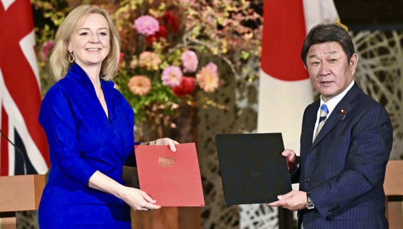 Umowę podpisano zaledwie cztery i pół miesiąca po rozpoczęciu negocjacji (fot. Kyodo News via Getty Images)
