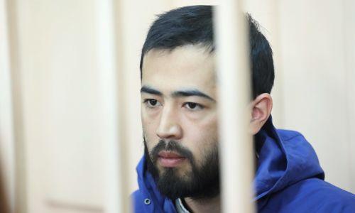 Rosja, 20 kwietnia 2017 r. Akram Azimow, starszy brat Abrora, rzekomo organizatora zamachu bombowego w metrze w Sankt Petersburgu, w moskiewskim sądzie rejonowym w Basmanny, który rozpatrywał wniosek o aresztowanie Kirgiza.  Podczas zatrzymania przez FSB Akram Azimow miał podobno przy sobie granat ręczny RGD-5. Fot.: PAP / ITAR-TASS, Mikhail Pochuyev