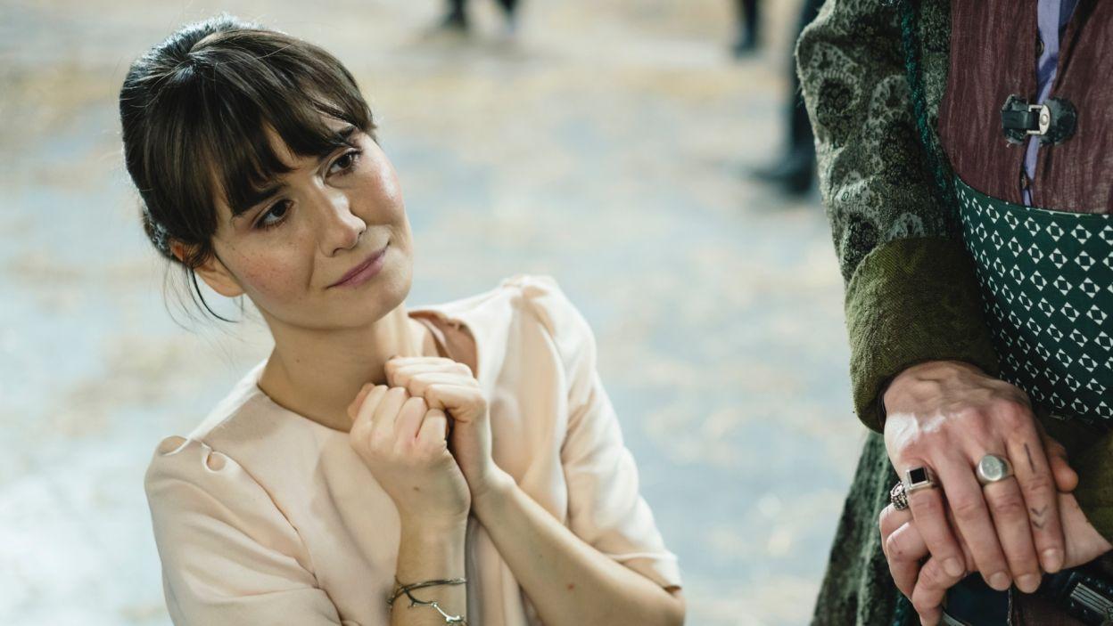 W domu Cześnika przebywa też jego wychowanica, pełna wdzięku Klara, którą zagrała Alicja Karluk (fot. S. Loba)