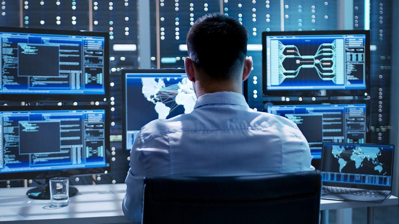 Cyberbezpieczeństwo w Polsce.PWCyber podpisany (fot. Shutterstock)