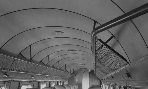 Wnętrze kabiny pasażerskiej samolotu Douglas DC-2. Fot. NAC