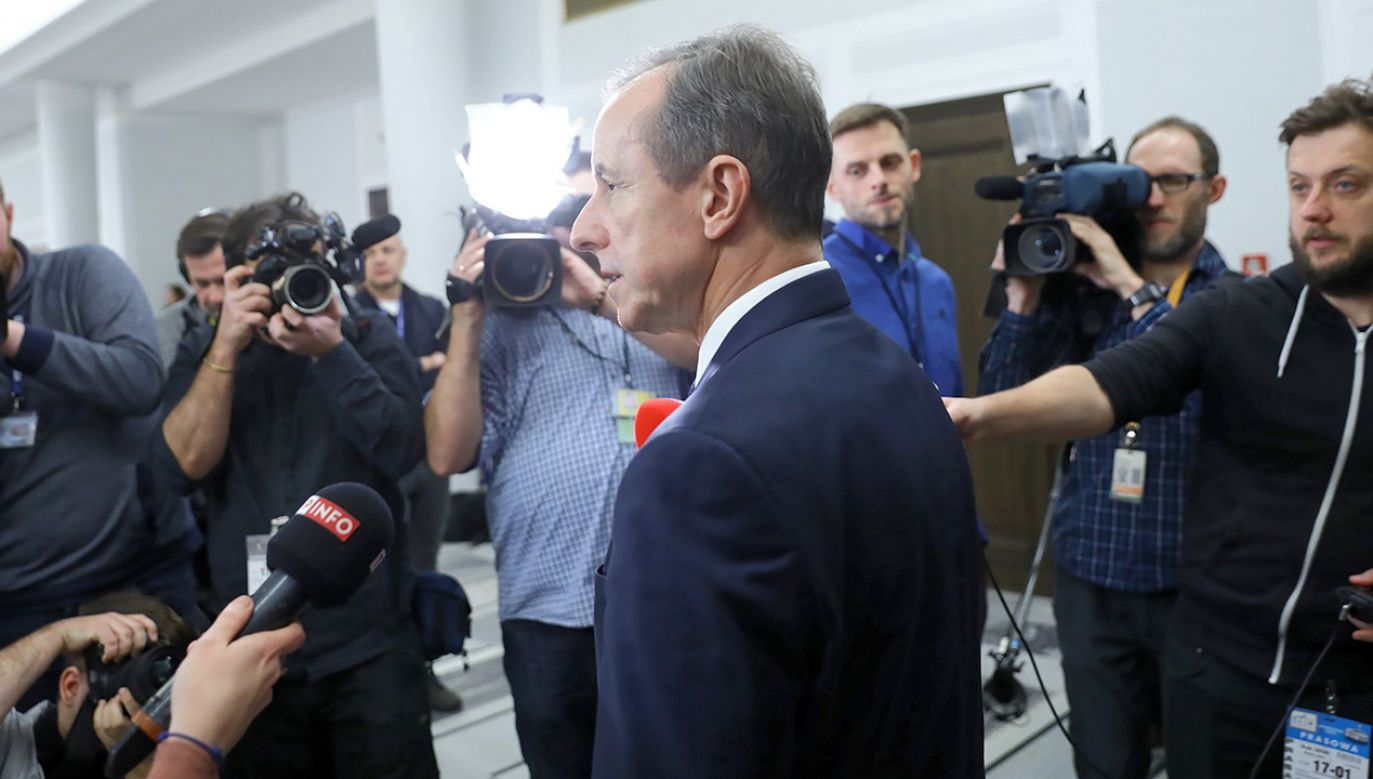 """Europoseł PiS Zbigniew Kuźmiuk w programie """"#Jedziemy"""" (fot. PAP/Rafał Guz)"""