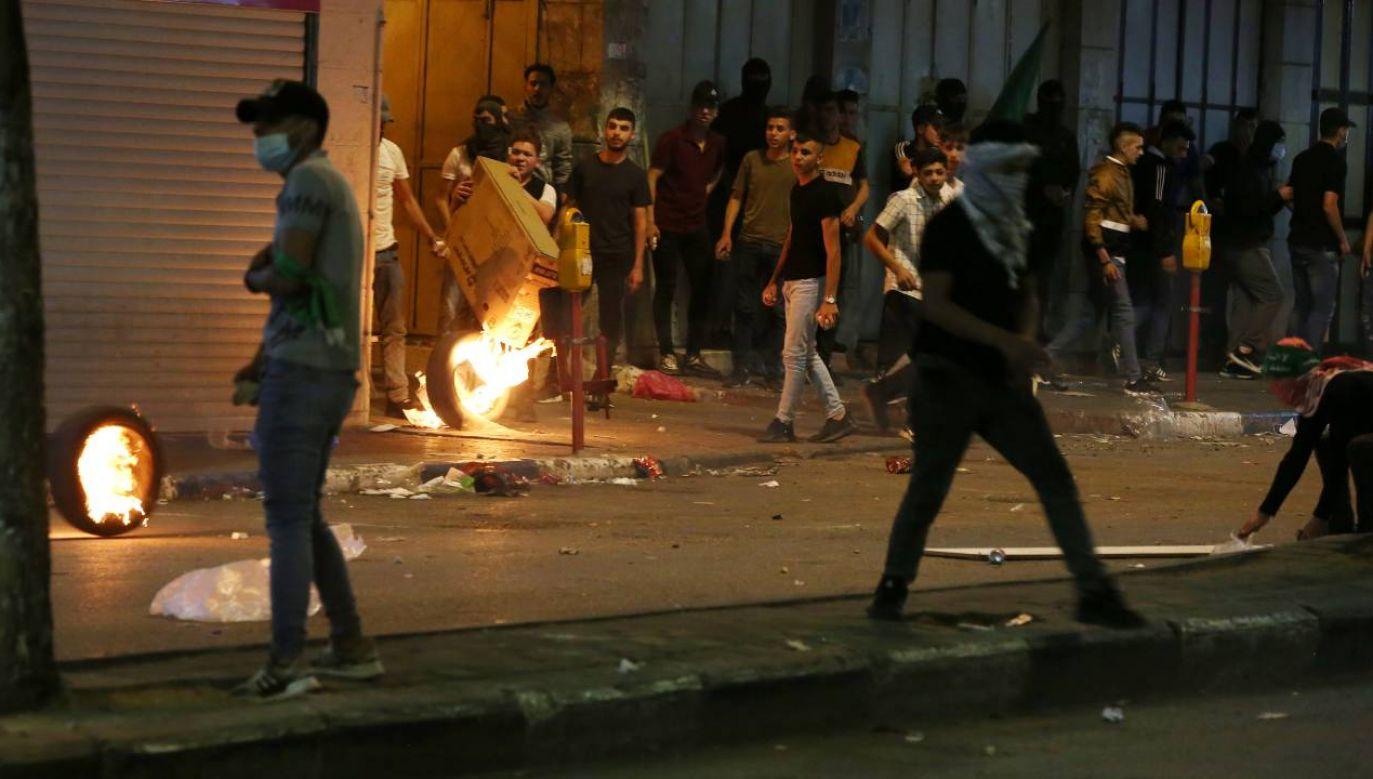 Nastąpiła eskalacja konfliktu między Palestyńczykami i Żydami (fot. PAP/EPA/ABED AL HASHLAMOUN)