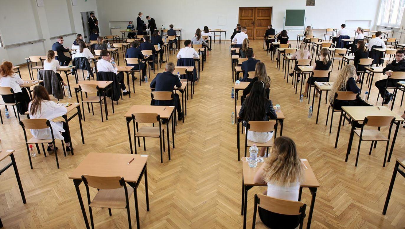 Terminy egzaminów zewnętrznych w 2021 r. są zgodne z wcześniejszym harmonogramem (fot. PAP/Lech Muszyński)