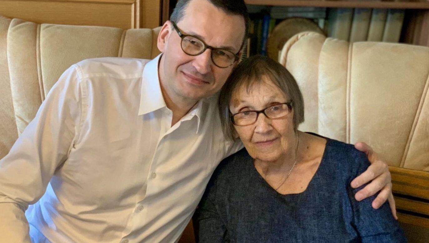 Premier Mateusz Morawiecki ze swoją mamą (fot. tt/@MorawieckiM)