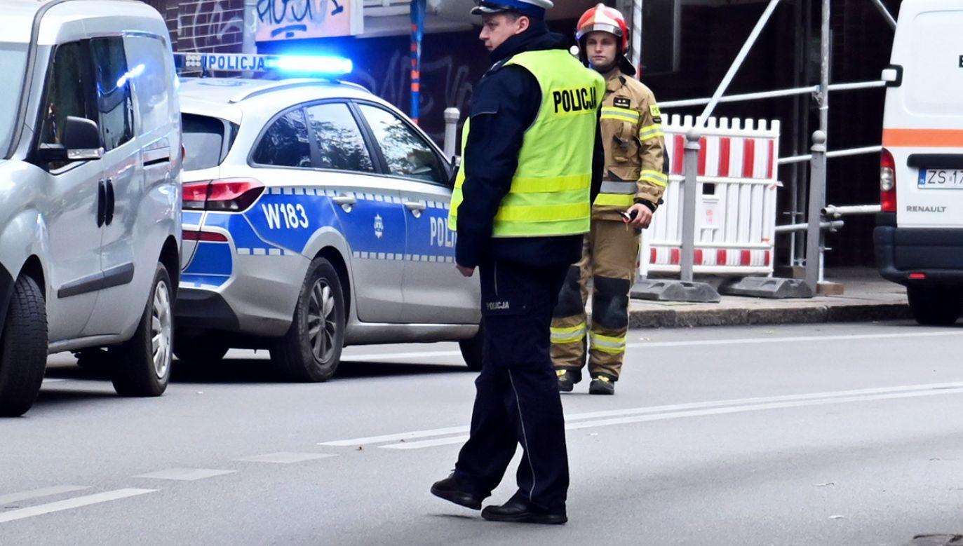Zarządzono ewakuację obiektu (fot. PAP/Marcin Bielecki, zdjęcie ilustracyjne)