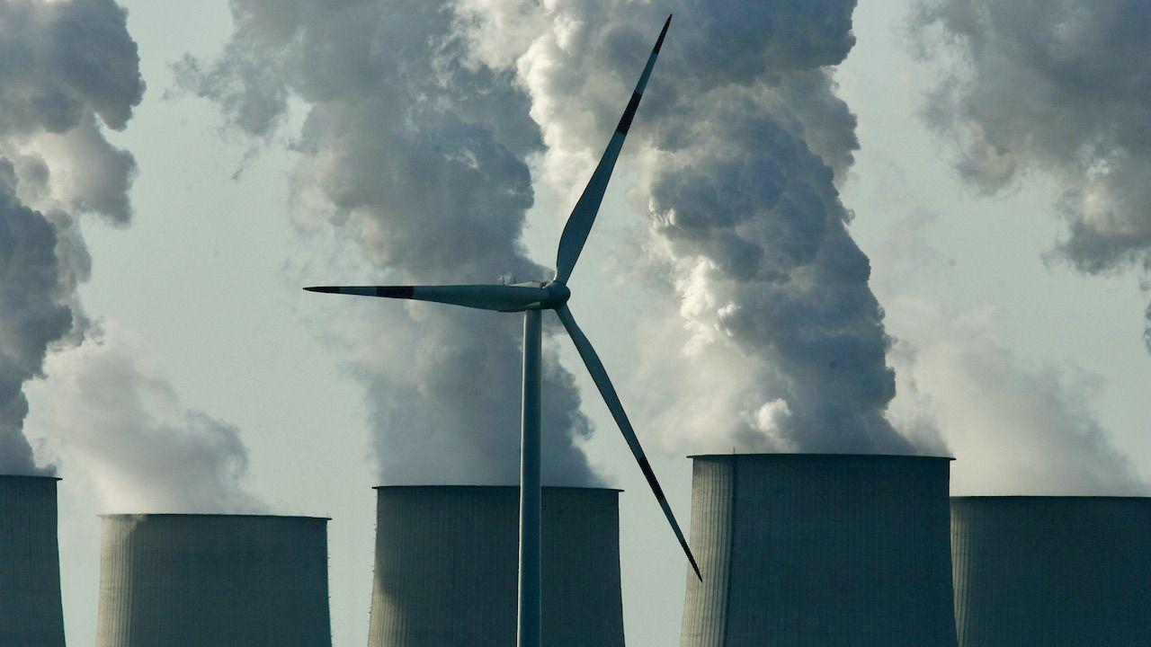 Unia Europejska planuje drastycznie ograniczyć emisję CO2 (fot. Sean Gallup/Getty Images)