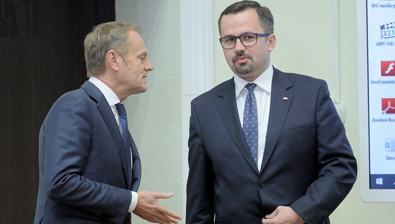 Były premier RP, szef Rady Europejskiej Donald Tusk (L) oraz przewodniczący komisji Marcin Horała (P)  (fot. arch.PAP/Paweł Supernak)