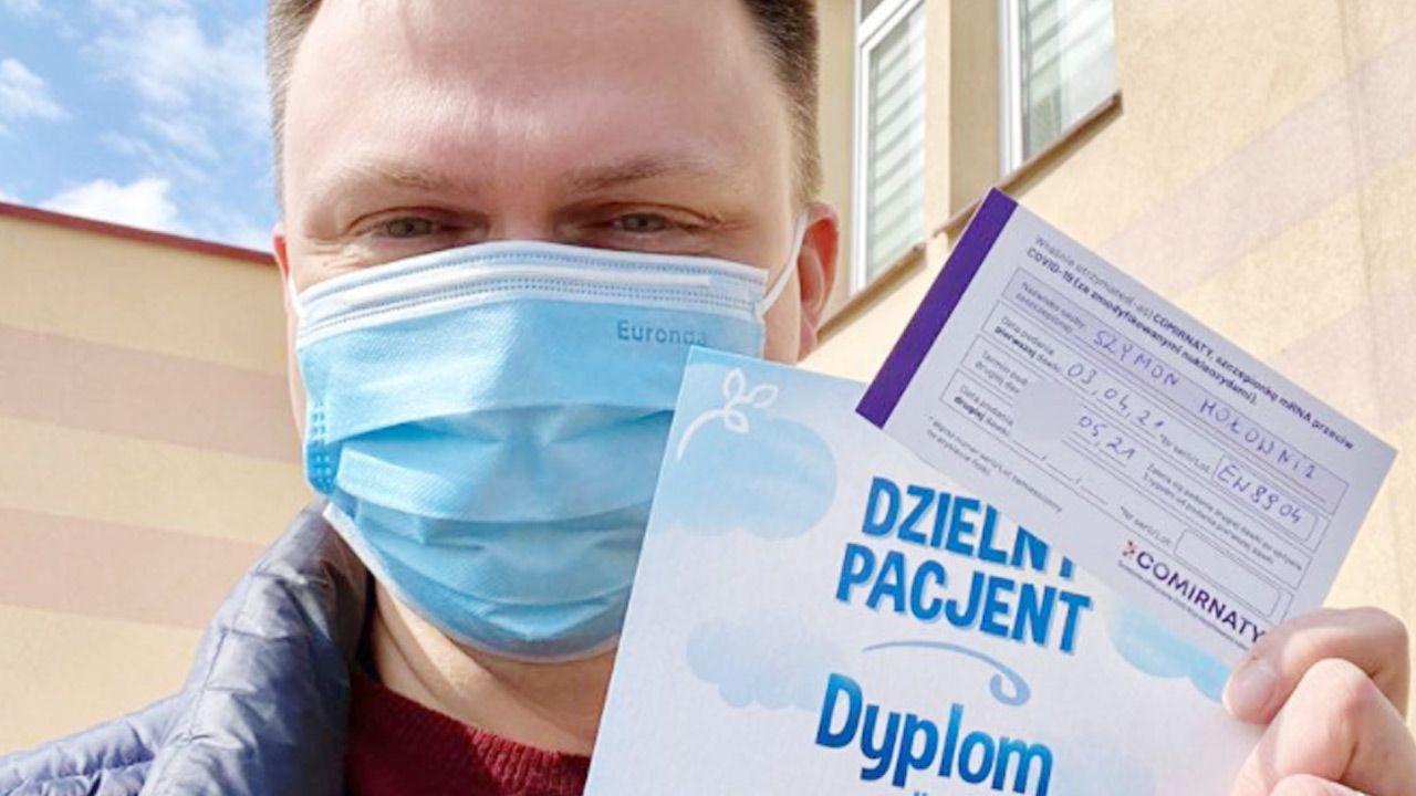 Nawet Szymon Hołownia, szczęśliwie zaszczepiony, złapał się w pułapkę własnego hejtu – pisze autor (fot. Facebook/Szymon Hołownia)