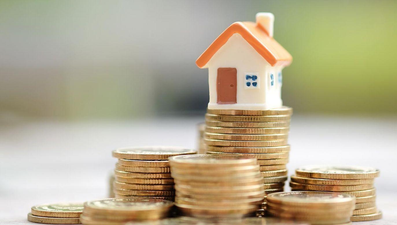 W kwietniu chętnych na kredyt mieszkaniowy więcej o ponad 83 proc. niż rok temu (fot. ShutterstockTanoy1412)