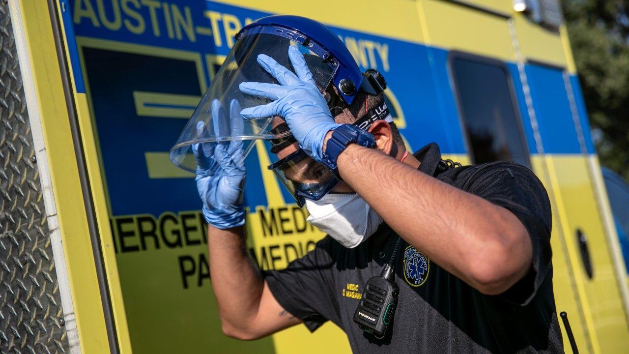 W ciągu ostatniej doby w Stanach Zjednoczonych zarejestrowano 57 519 nowych przypadków zakażenia Covid-19 (fot. John Moore/Getty Images)
