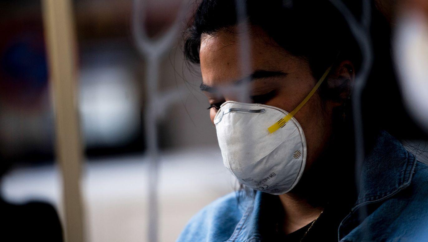 Nawet co czwarta osoba zakażona koronawirusem może nie wykazywać żadnych objawów (fot. Carlos Gil/SOPA Images/LightRocket via Getty Images)