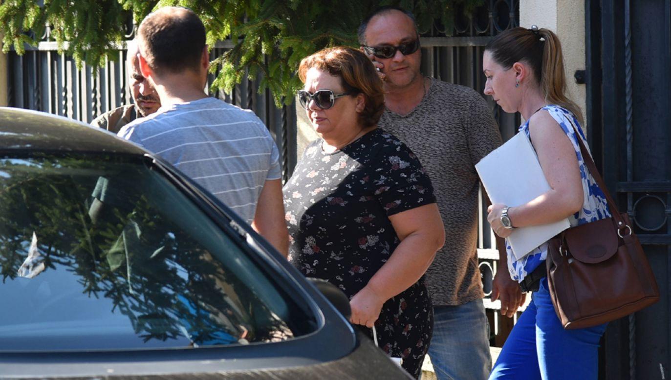 Specjalna prokurator Katica Janewa (po środku) w towarzystwie funkcjonariuszy policji w trakcie aresztowania w swoim domie (fot. arch PAP/EPA/Nake Batev)