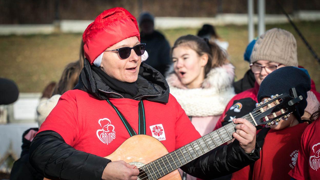 Tam również nie zabrakło wspólnego śpiewu i zabawy (fot. materiały Caritas Polska)