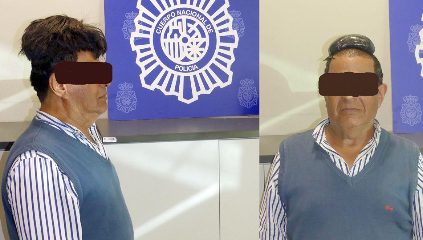 Pod peruką Kolumbijczyk umieścił woreczek zawierający 503 gramy czarnego proszku (fot. Policia Nacional)