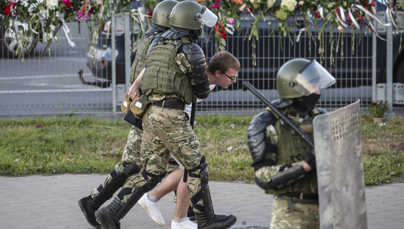 Belarusian military special forces detain a man during a protest after the presidential election, in Minsk, Belarus. Photo: PAP/EPA/TATYANA ZENKOVICH