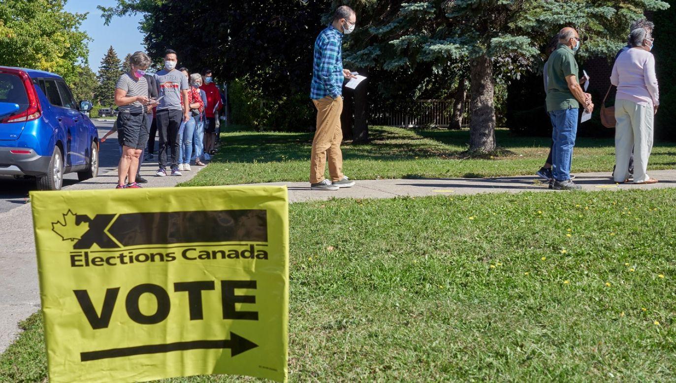 Ostateczne wyniki wyborów mogą być znane dopiero za kilka dni (fot. PAP/EPA/Andre Pichette)
