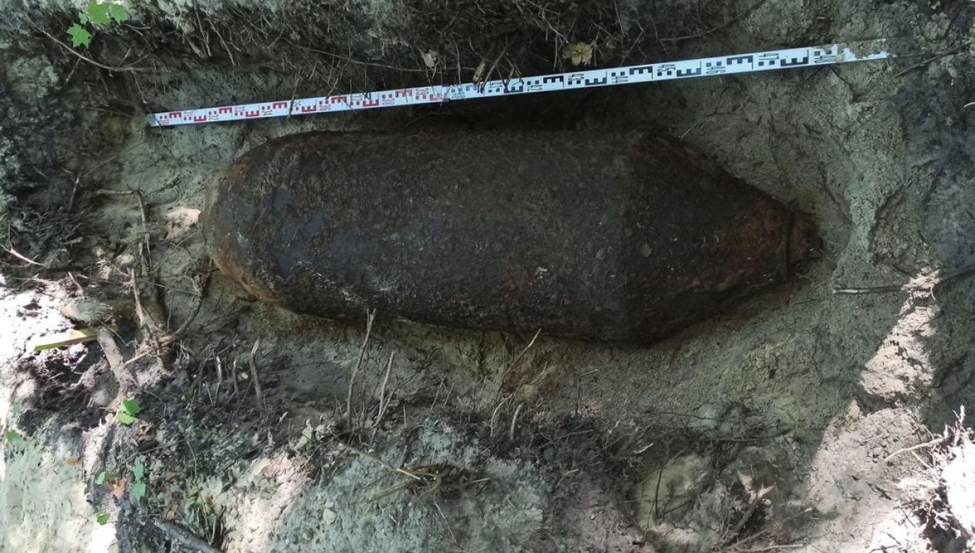 Bomba FAB - 500 (promieńrozrzutu odłamków 1350 m, waga materiału wybuchowego 250 kg) zalegała jedynie 30 cm od współczesnego poziomu gruntu (fot. Muzeum II Wojny Światowej w Gdańsku)