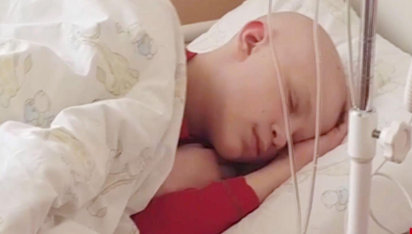 Na leczenie 12-latka potrzeba 9,5 mln zł (fot.TVP Info)