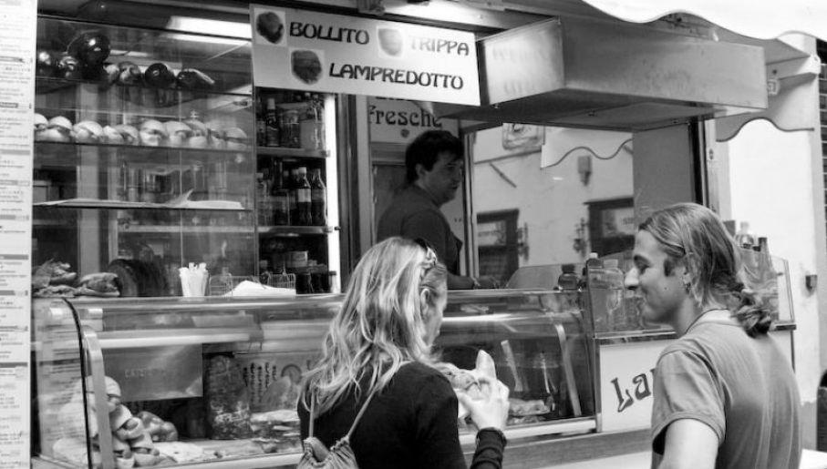 Kanapki z lampredotto można kupić w całej Florencji (fot.  Alessandro Scarcella)