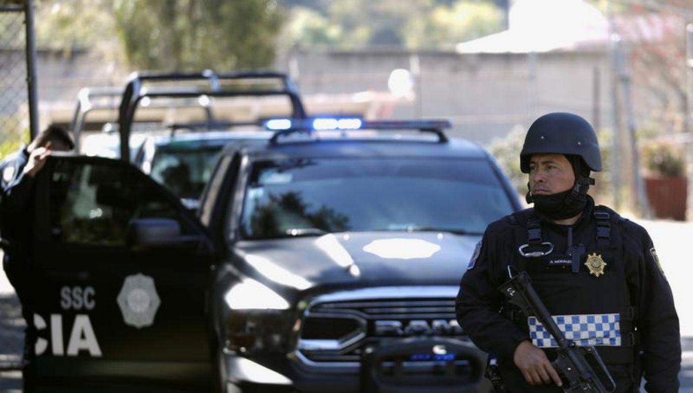 Poszukiwania uzbrojonych mężczyzn i dochodzenie w sprawie będą kontynuowane (fot. REUTERS/Luis Cortes)