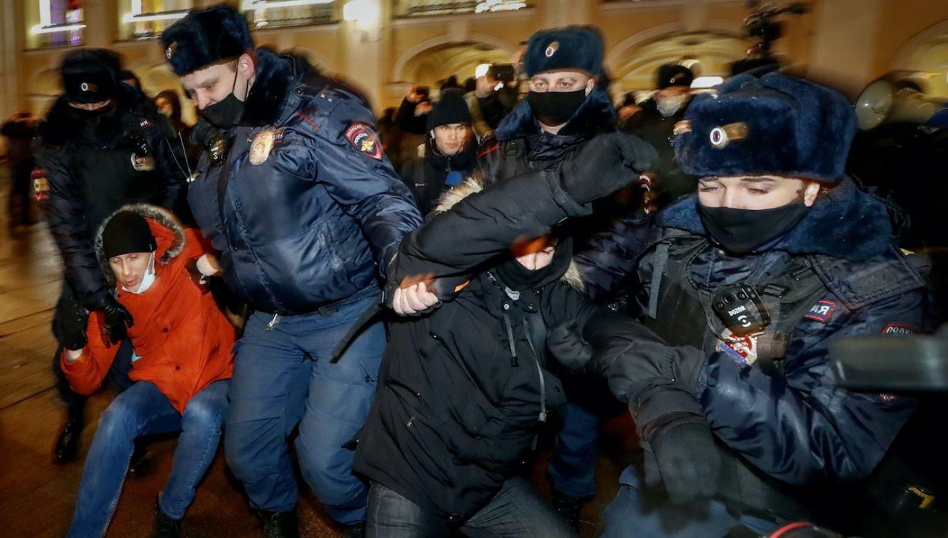 """""""Demonstracje bez zezwolenia są niedopuszczalne"""" (fot. PAP/EPA/A.MALTSEV)"""