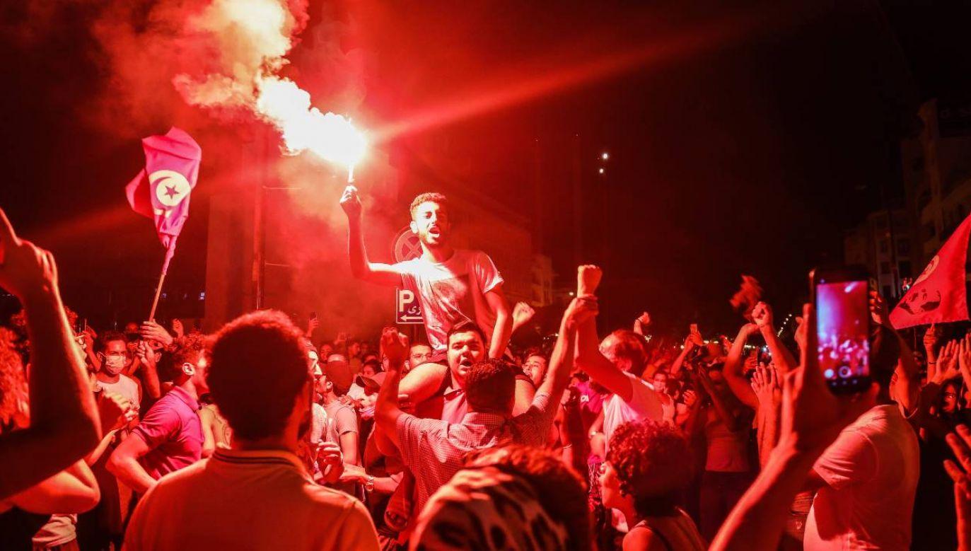 Prezydent Kais Saied wprowadził zakaz zgromadzeń w miejscach publicznych (fot. PAP/EPA/STR)