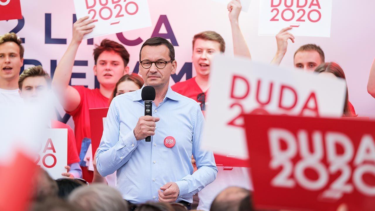 Szef rządu aktywnie wspierał Andrzeja Dudę w kampanii (fot. PAP/Hanna Bardo)