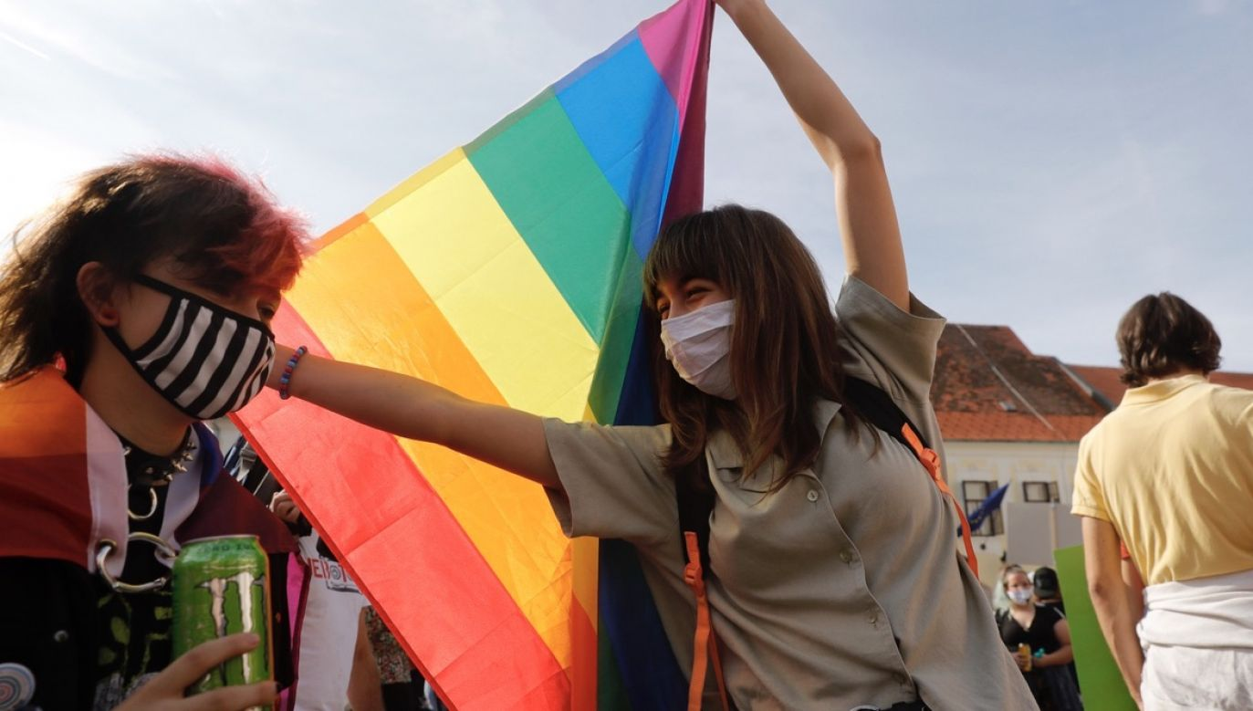Autor pisze m.in. o wywiadzie, w którym ambasador Stanów Zjednoczonych Georgette Mosbacher mówiła o prawach osób LGBT    (fot. PAP/EPA)