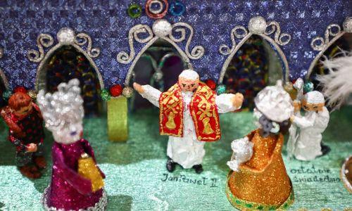 Trzej Królowie przychodzą też, jakby po błogosławieństwo. do Jana Pawła II. Fot. Beata Zawrzel / NurPhoto via Getty Images
