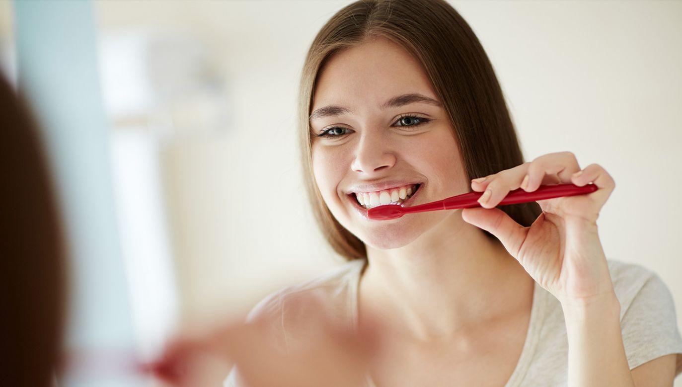 Higiena jamy ustnej jest istotna nie tylko ze względu na przeciwdziałanie próchnicy (fot. Shutterstock/ Pressmaster)